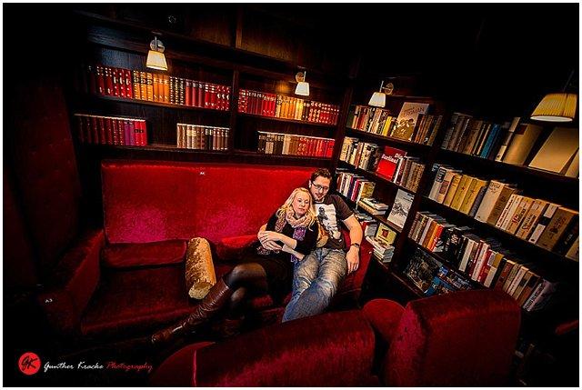 verlobungsshooting im residenzkino k ln mit rieke und daniel. Black Bedroom Furniture Sets. Home Design Ideas